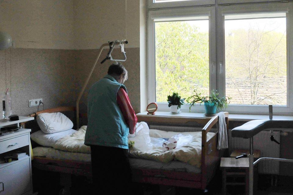 dirbti iš namų ligonių