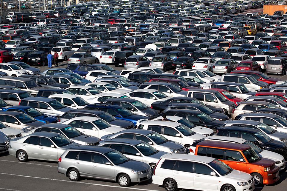 Naudotų automobilių pardavėjai į sukčiavimo schemas įtraukia ir sąžiningus pirkėjus