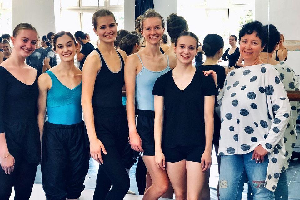 Trys balerinos iš JAV šoks Klaipėdos teatre