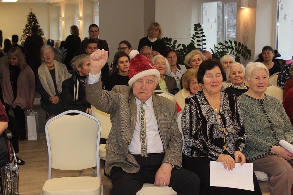 Seneliams – savivaldybės darbuotojų dovanos