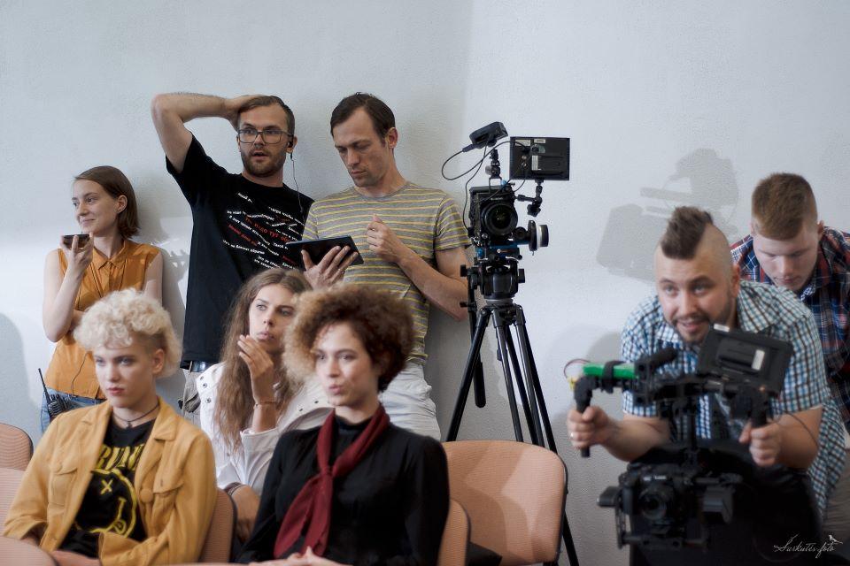 """Filmo """"Sistema"""" režisieriai:  """"Į aikštelę išvedame švietimo temą"""""""