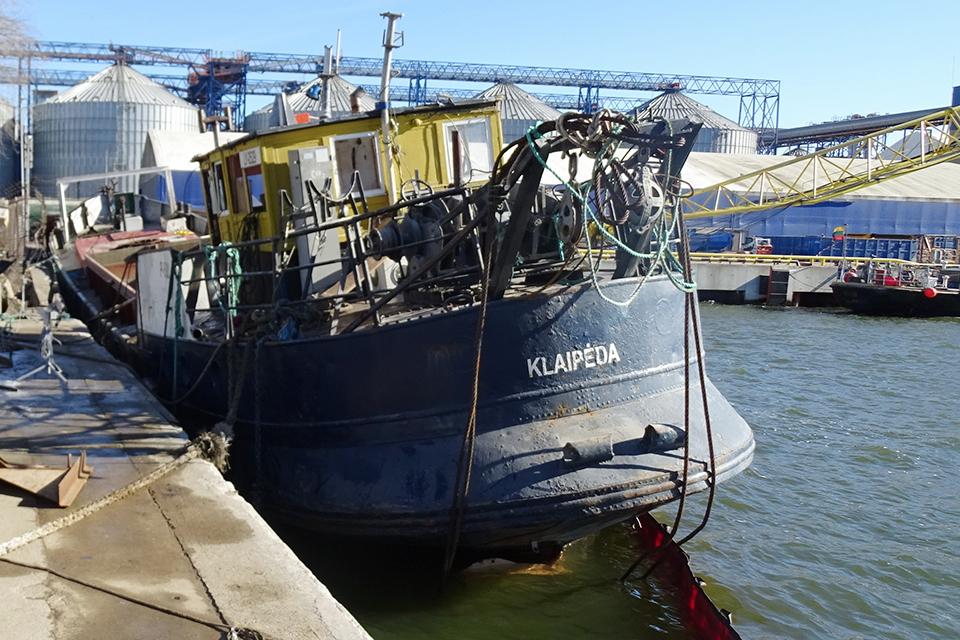 Затонувший в Клайпедском порту земснаряд поднят со дна