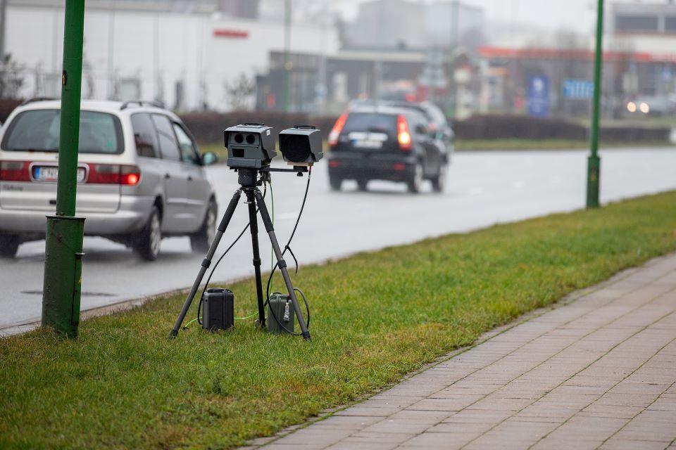 Mobilieji greičio matuokliai Klaipėdos apskrities keliuose vėl dirba visu pajėgumu