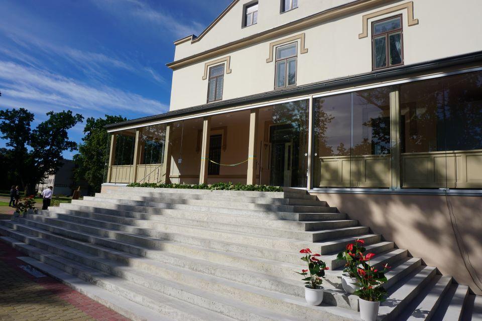 Atgimė istorinė Kretingos dvaro rūmų veranda