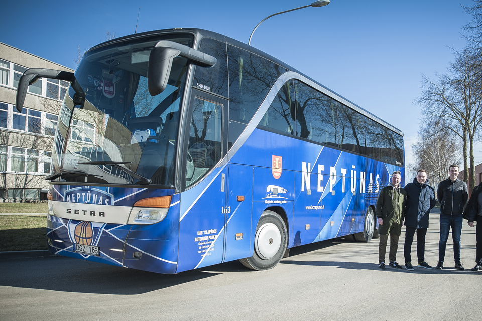 """""""Neptūnas"""" važinės specialiu autobusu"""