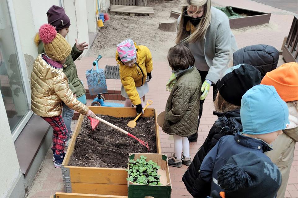 Vaikams dovanoja džiaugsmą sodinti, auginti ir ragauti