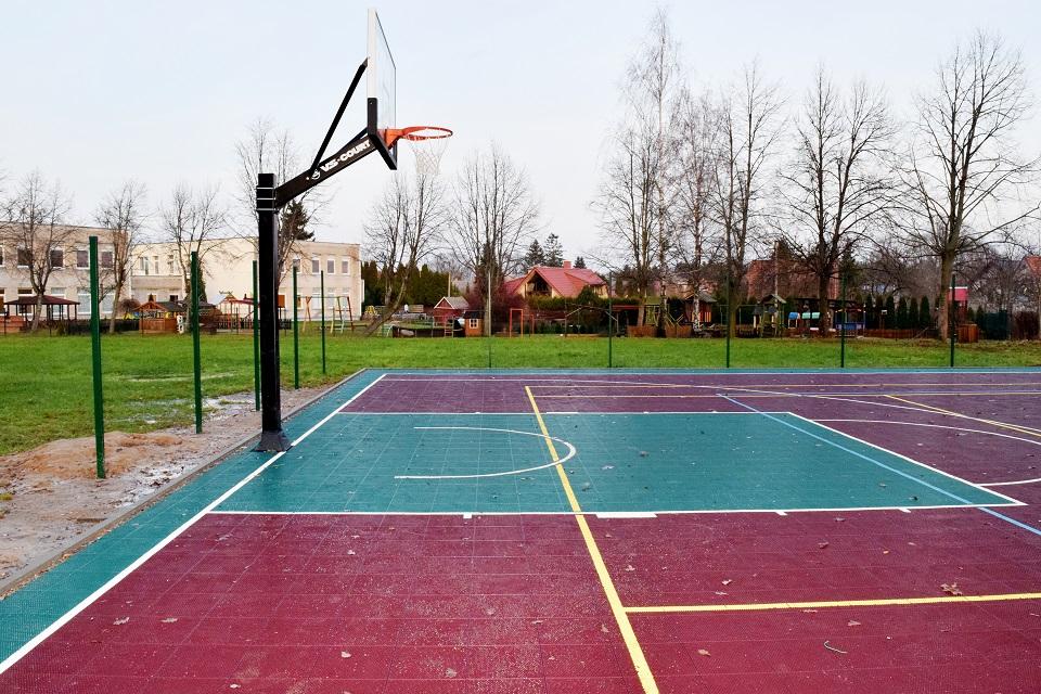 Atnaujins 9 universalias sporto aikšteles