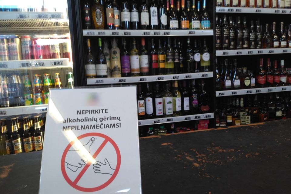 Alkoholį pardavė jaunesniems nei 20 metų