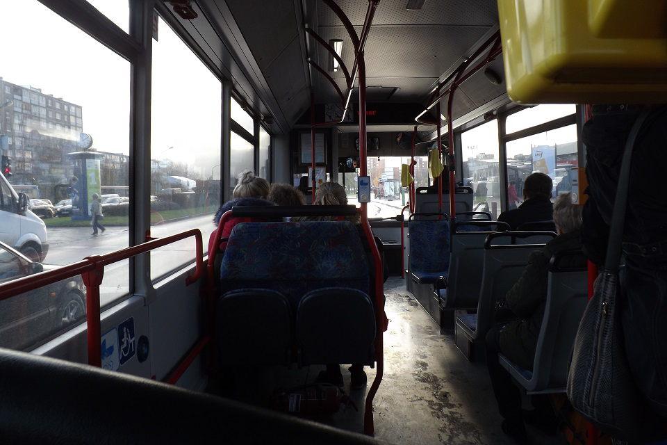 Moteris sužalota autobuse, vaikiną apiplėšė gatvėje