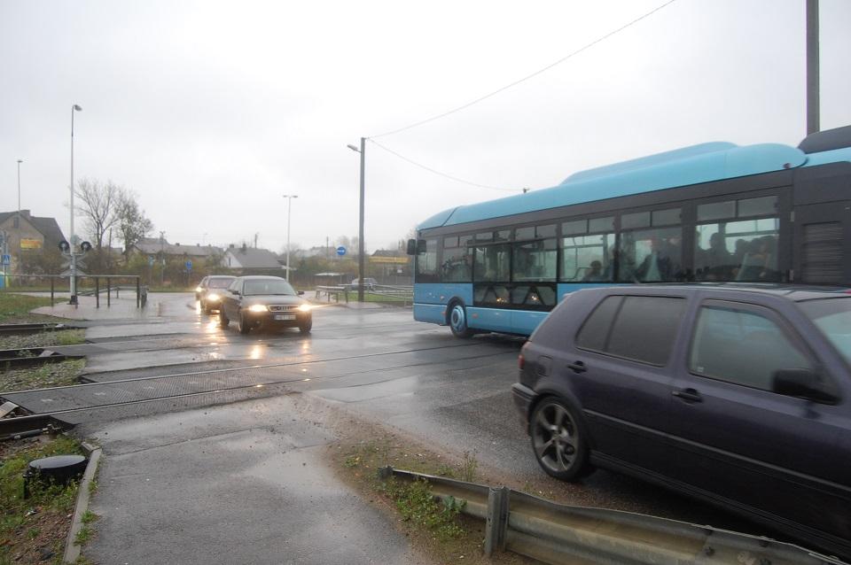 Dėl Rimkų pervažos – peticija: reikalauja uždrausti traukinių eismą