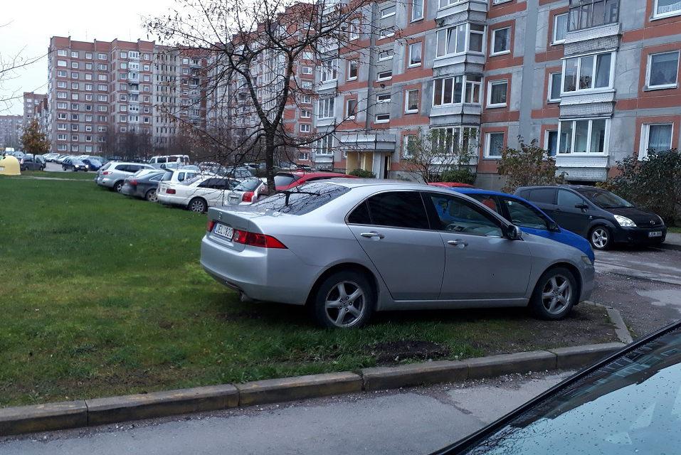 Atkuto automobilių niokotojai: policija kreipiasi į gyventojus