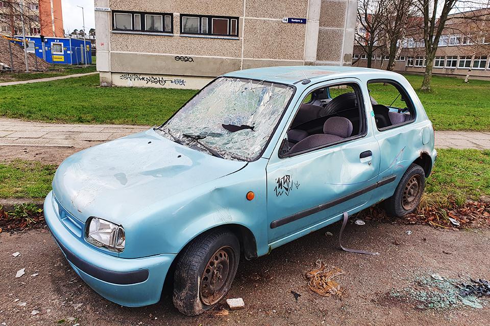 Klaipėdiečiams – viltis iš kiemų greičiau išguiti apleistus automobilius