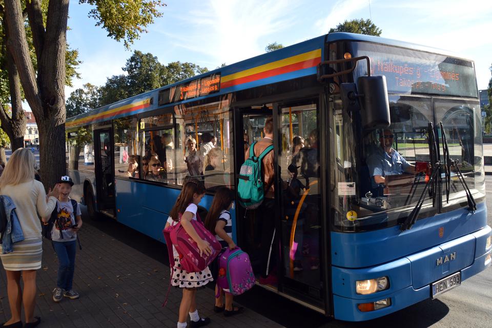 Vairuotojus vėl kvies nemokamai važiuoti autobusais
