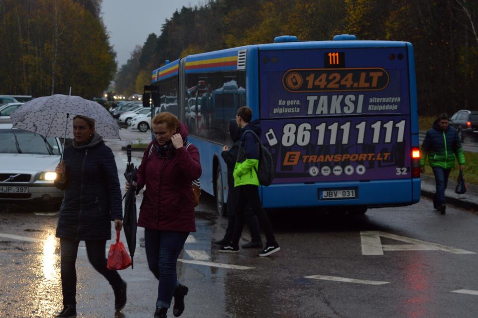Reklama ant autobusų iškėlė klausimų