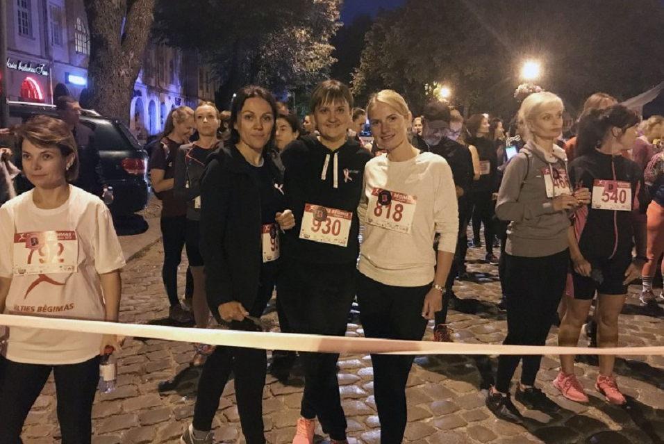 Pareigūnės dalyvavo naktiniame bėgime