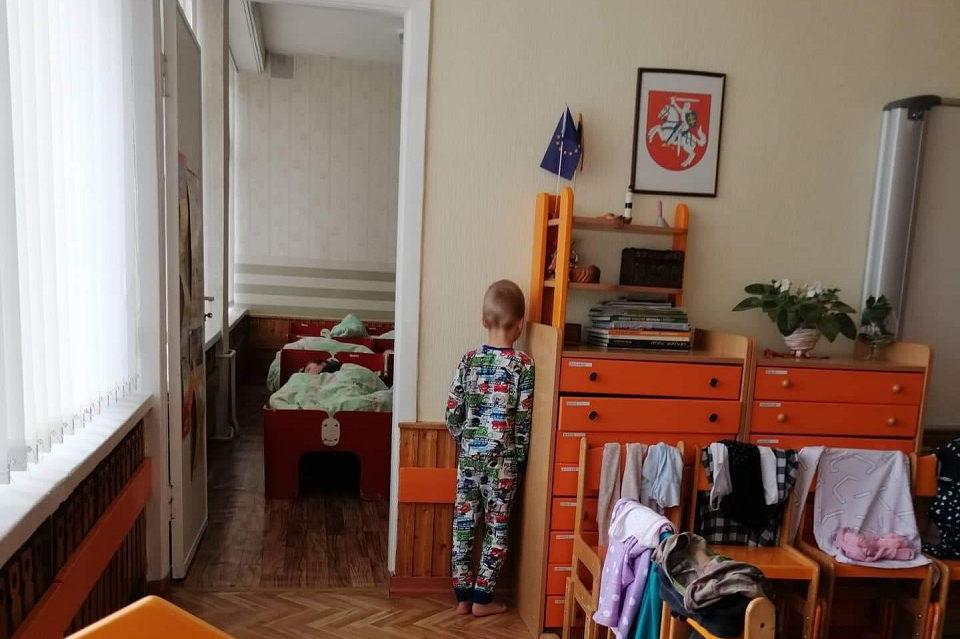 Aistros dėl į kampą pastatyto vaiko nerimsta (atnaujinta)