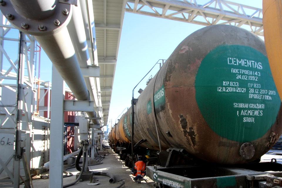 Cementą į uostą veš pagal ilgalaikę sutartį