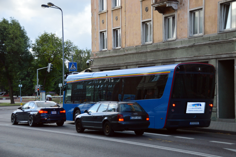 Miesto gatvėmis kursuojantys elektrobusai stotelėse nesustoja
