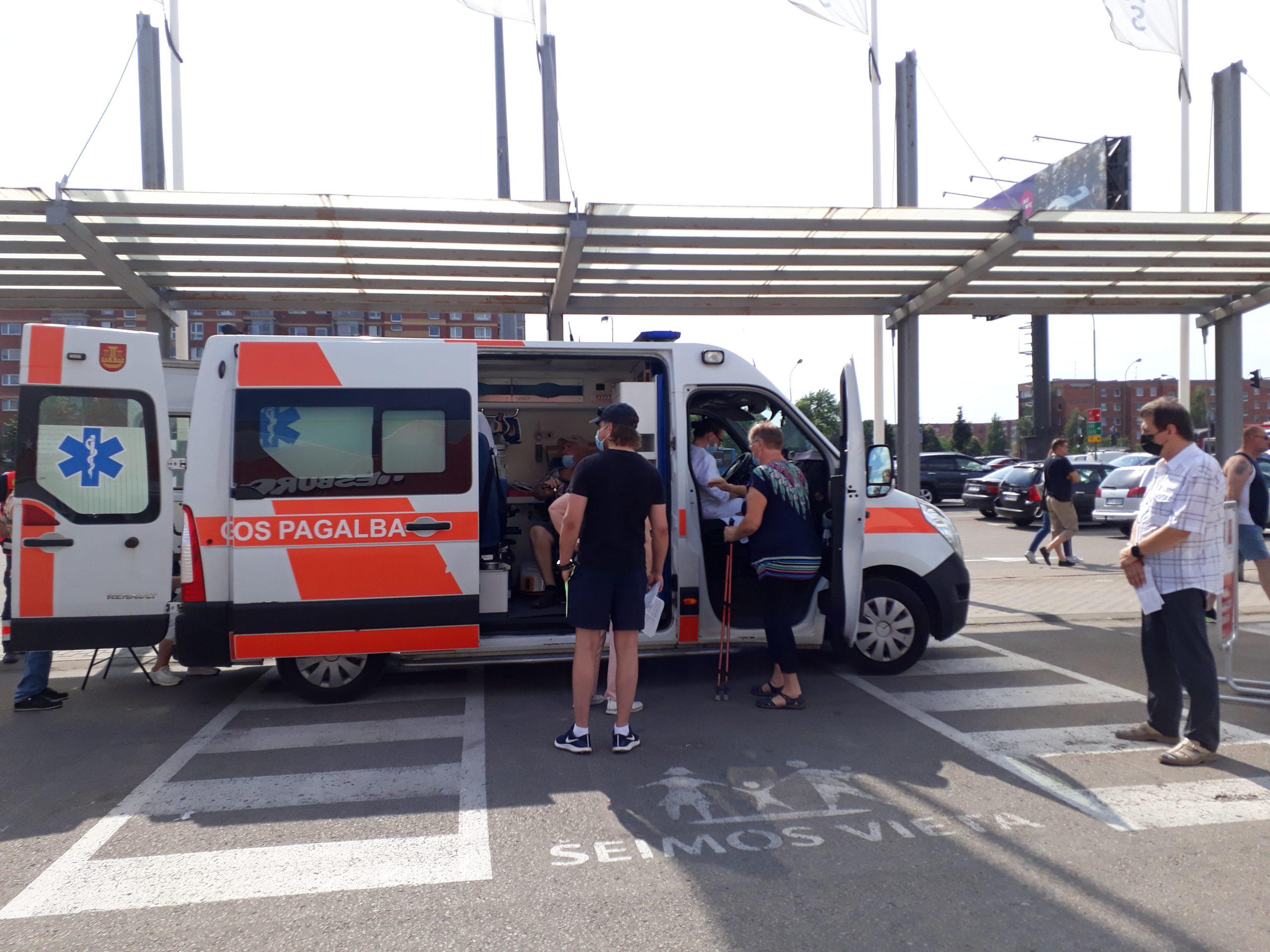 По Клайпеде разъезжает прививочный автобус