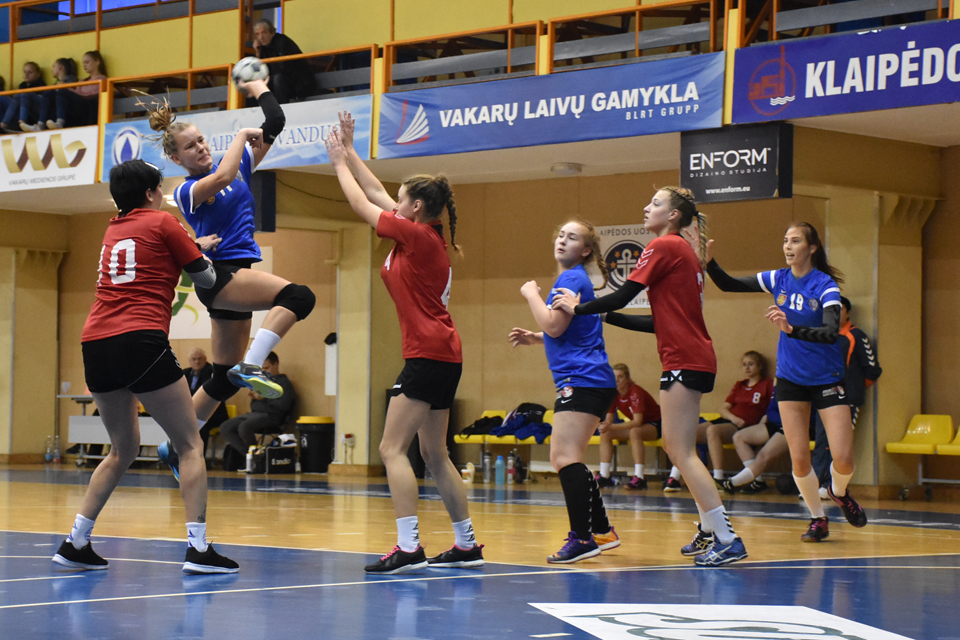 Sezoną pergale pradėjo ir Klaipėdos rankininkės