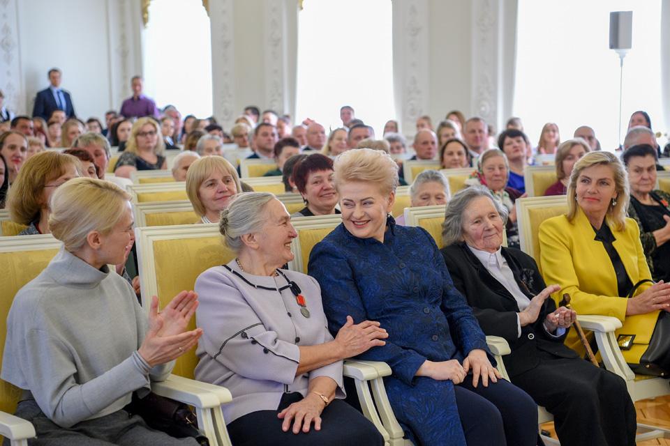 Daugiavaikėms mamoms – prezidentės ordinai