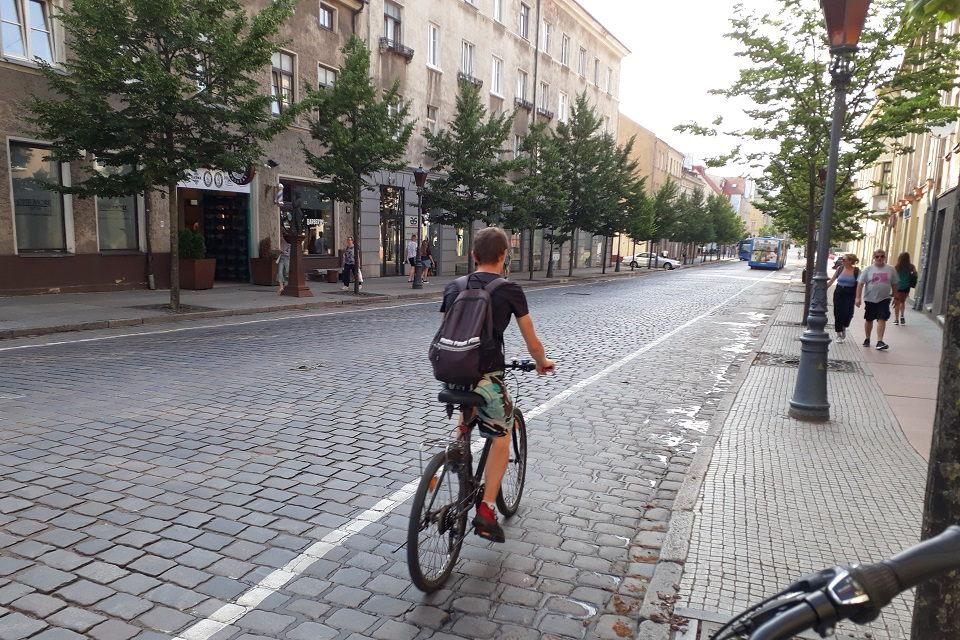 Siūlo įrengti dviračių gatves, efektyviau organizuoti specialaus ir viešojo transporto eismą