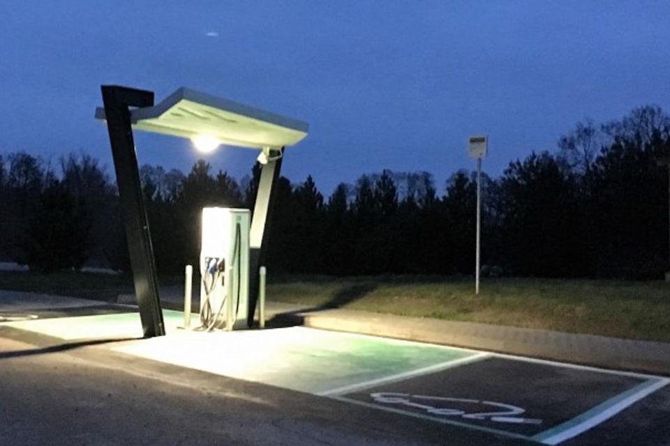 Autostradoje – nauji elektromobilių pakrovimo taškai
