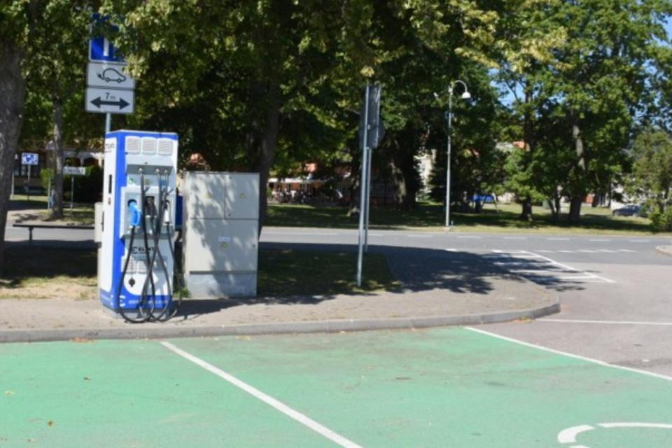Neringoje – dar dvi elektromobilių įkrovimo vietos