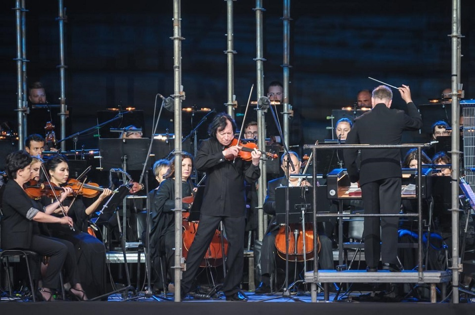 Klaipėdos festivalis: solo smuikui ir orkestrui skambėjo elinge