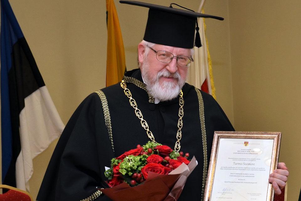 Estui suteiktas Klaipėdos universiteto Garbės daktaro vardas