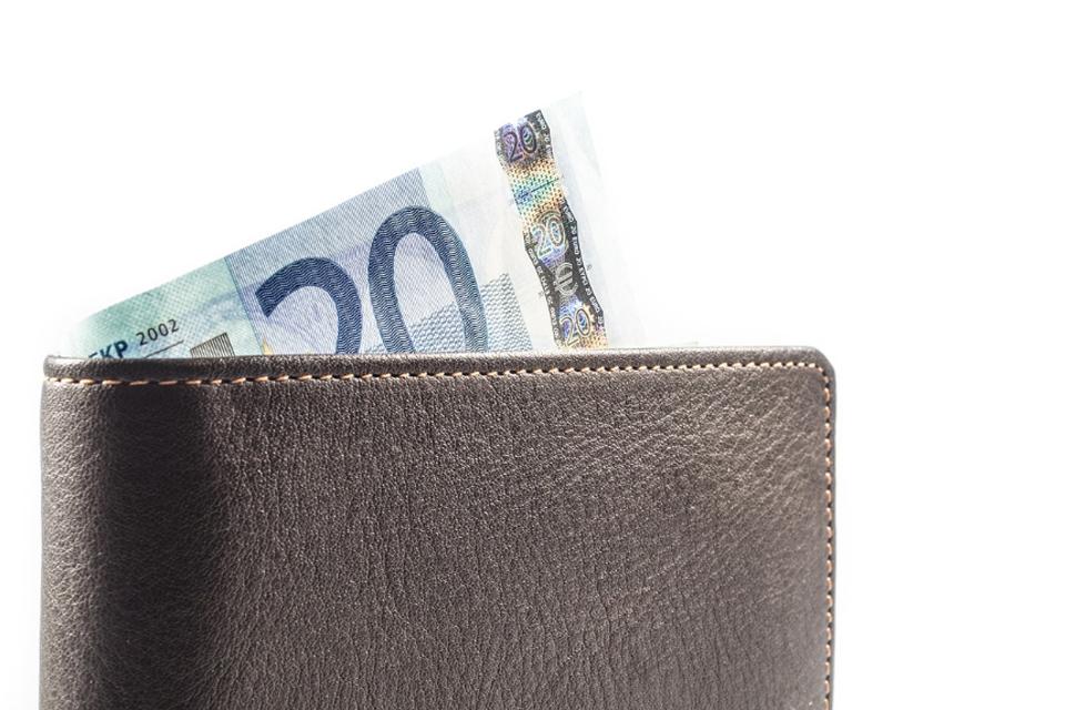 Girtas vairuotojas bandė išsisukti su 20 eurų