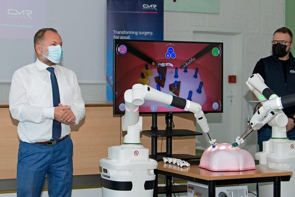 KUL išbandė jau antrą  robotinę chirurginę sistemą