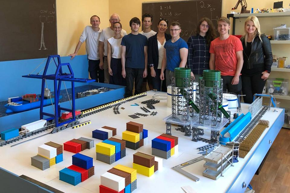 3D spausdintuvais kuria jūrų uosto modelį