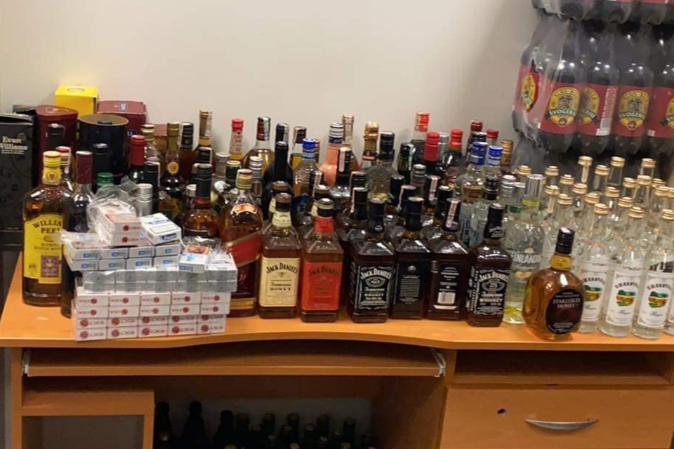 Daugiabutyje prekiavo alkoholiu ir baltarusiškais rūkalais