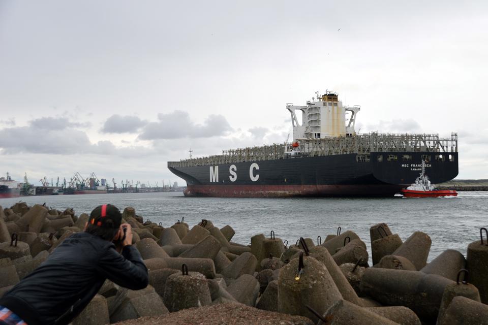 Rekordinį laivą pasitiko su lietumi