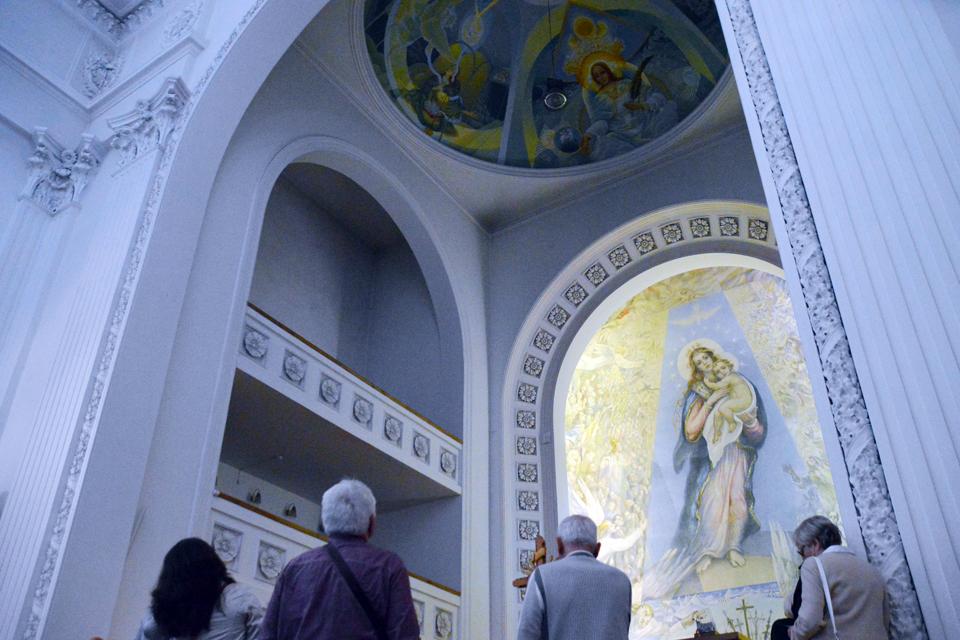 Pašventinta ilgai savo gimimo laukusi freska