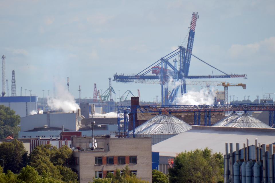 Vakarų Baltijos laivų statykloje degė dokas