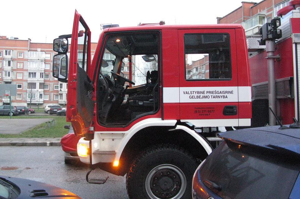 Autoservise sudegė du mersedesai, trečias apdegė (atnaujinta)
