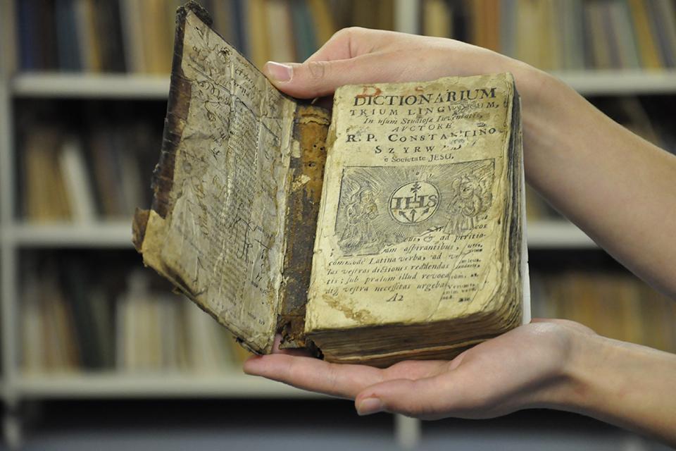 Biblioteka: kultūros paveldas, archyvai ir kolekcijos