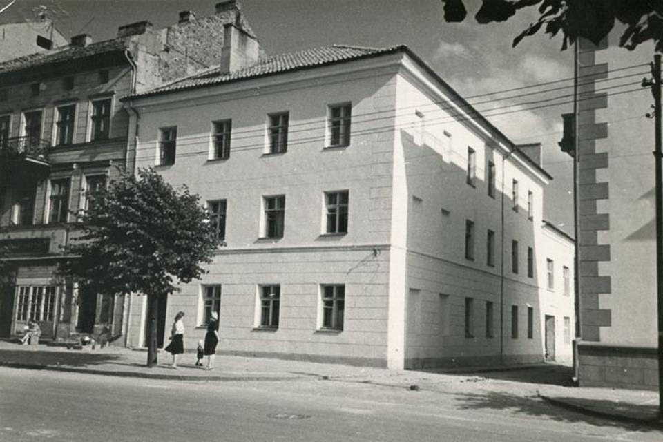 Biblioteka: pirmosios patalpos