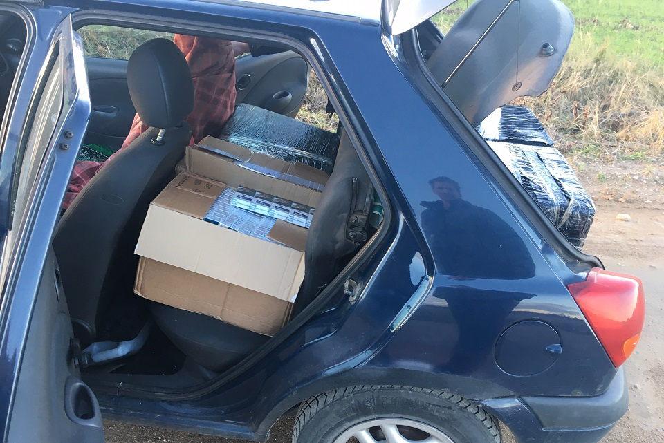 Kontrabandines cigaretes vežė neturėdamas vairuotojo pažymėjimo