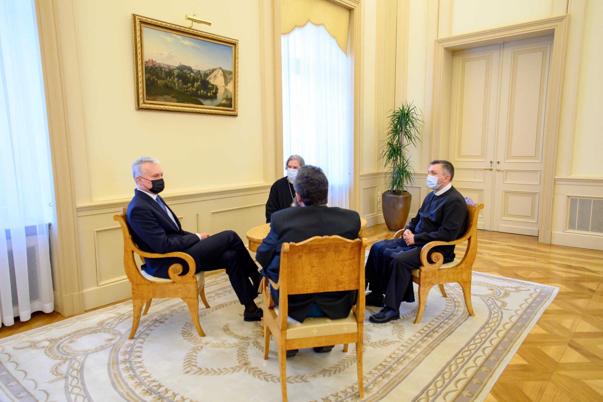Президент поздравил лидеров православной, старообрядческой и греко-католической общин с наступающей Пасхой