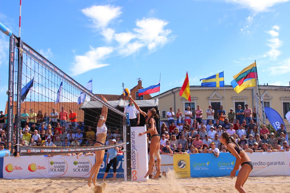 Paplūdimio tinklinio turnyre triumfavo ukrainietės