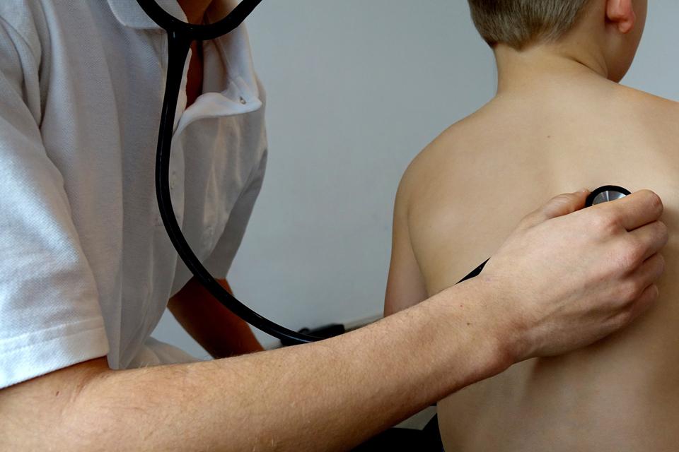 Ugdymo įstaigos negali reikalauti medicininių pažymų nelankymui pateisinti