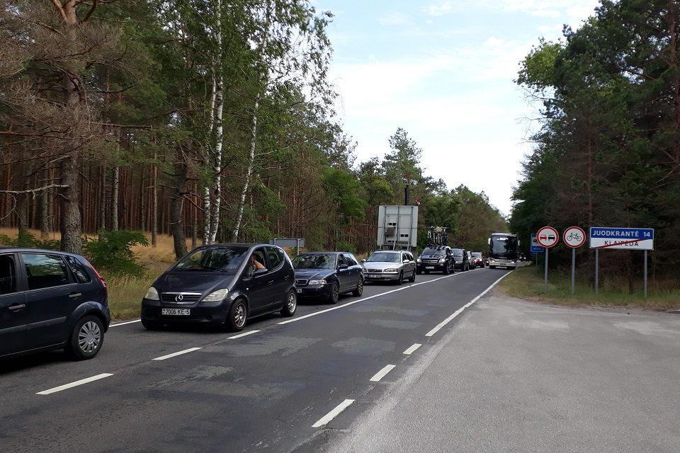 Neringa nebesusitvarko su automobilių srautais