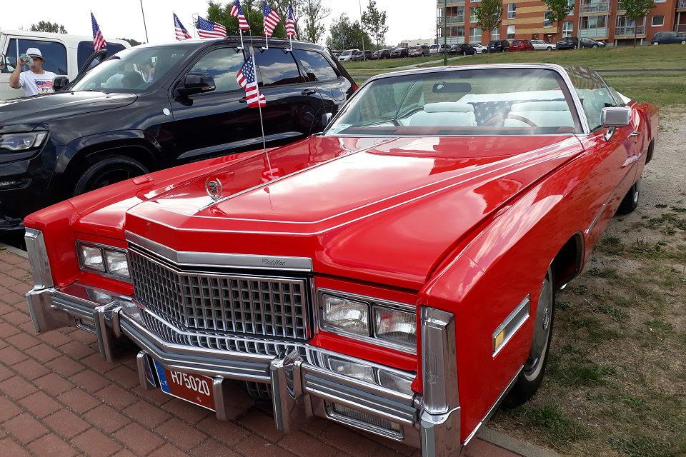 Amerikietiški automobiliai abejingų nepaliko