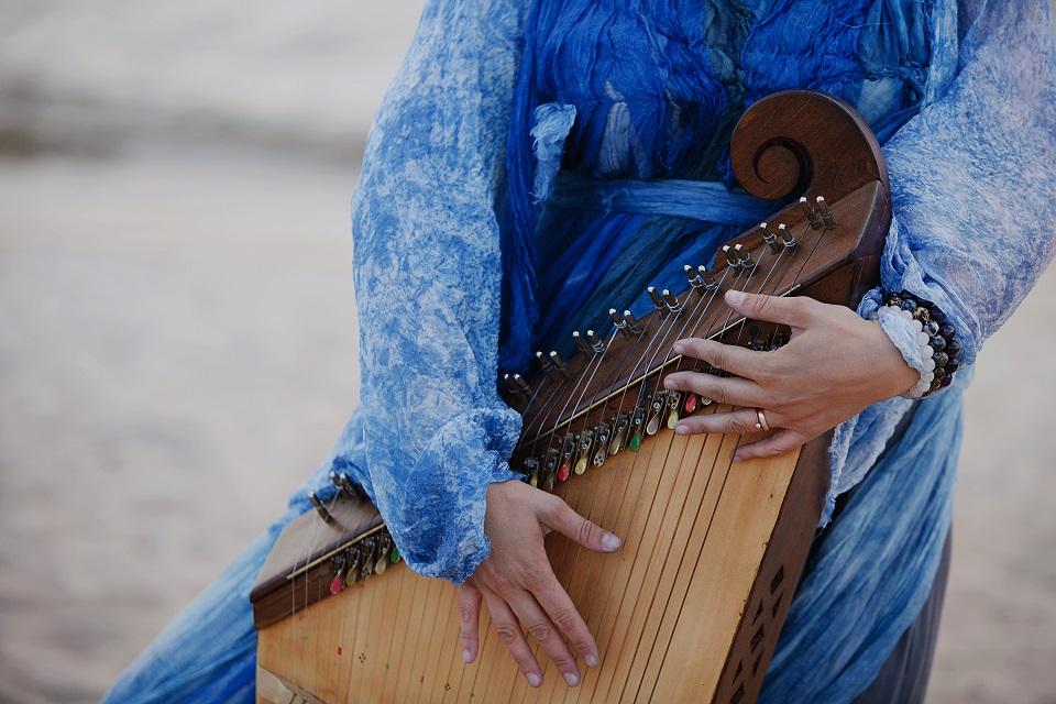 Apie tautinius instrumentus – kitaip