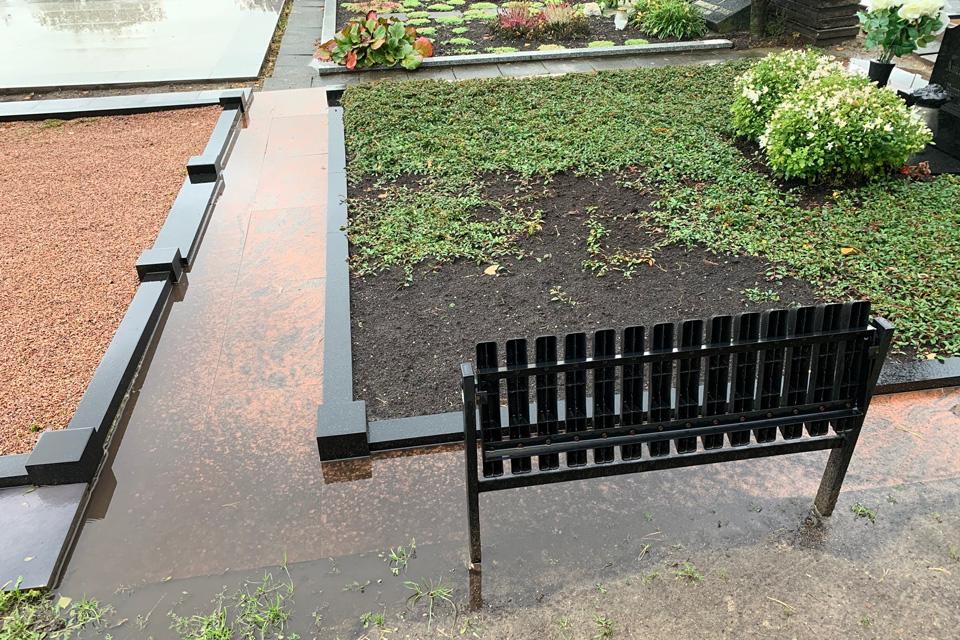 Lėbartų kapinėse – konfliktai ir dėl pušelių, ir dėl lietaus