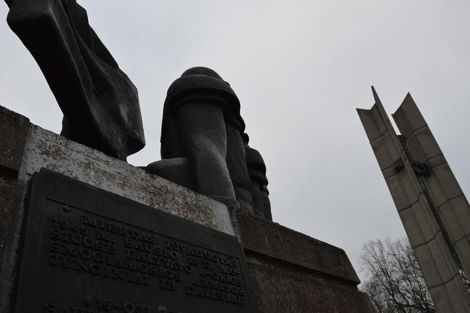 Istorinė tiesa ar karas su mirusiais?