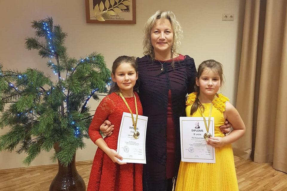 J. Karoso muzikos mokyklos auklėtinės – konkurso laureatės